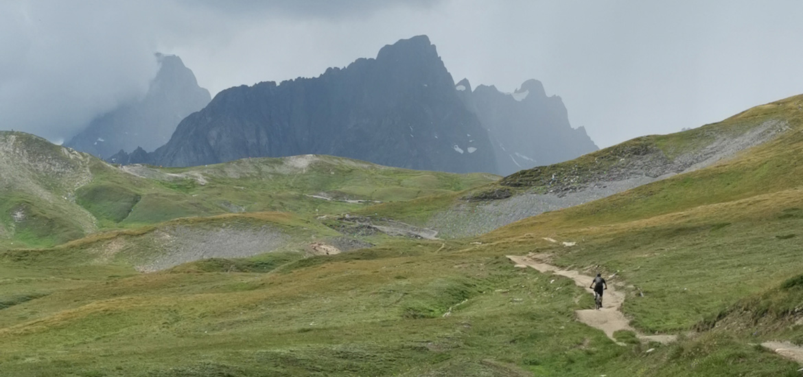 Tour in mountain bike attorno al Monte Bianco