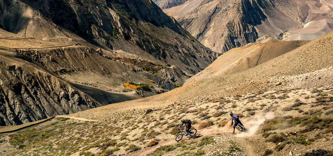downhill mountain bike in mustang viaggio nepal