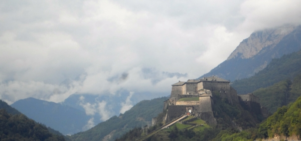 Tour of the Exilles Fort and hiking excursion to Gran Pertus, in the Alps of Piemonte