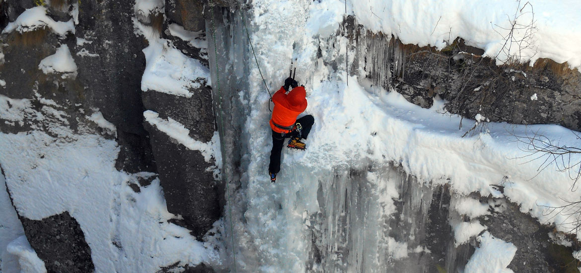 Ice climbing excursions and tours in Aosta Valley Alps
