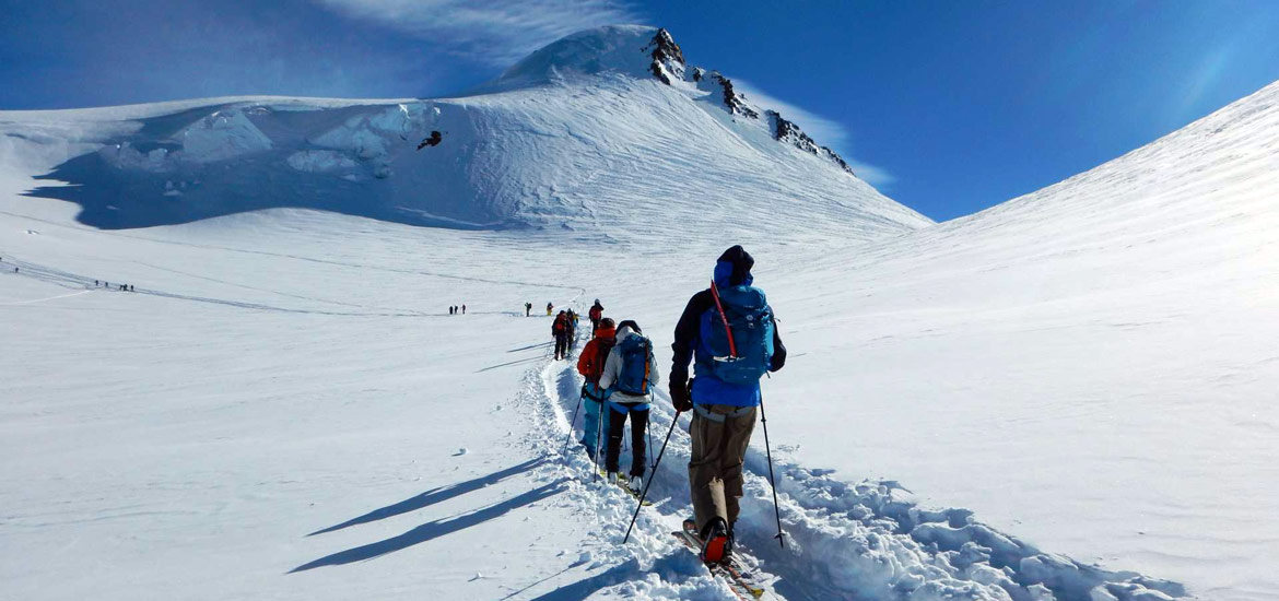 Skitouring and splitboarding in Italy: group tours and excursions