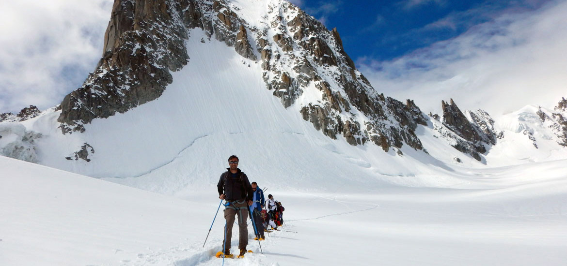 Mountaineering in the Alps of Aosta Valley: Mont Blanc glacier tour with guides