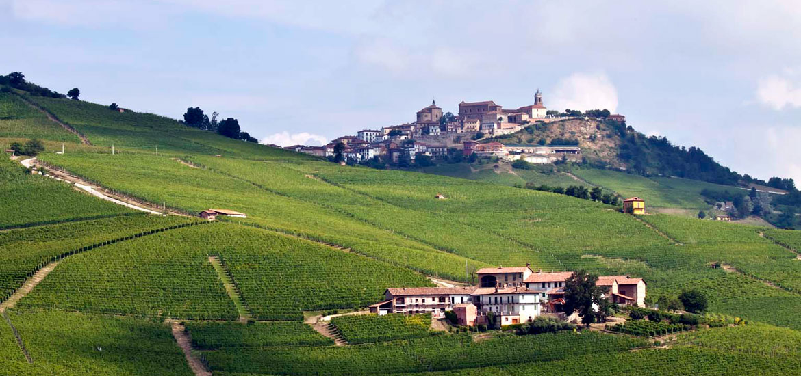Cycling tour in Langhe, Roero and Monferrato - E-bike in Piedmont