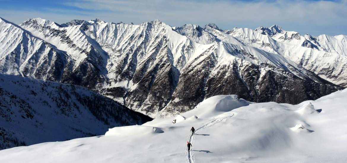 Ski touring and splitboarding day excursion in the Alps around Torino and in Piemonte