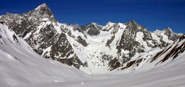 Winter walking holiday in the Alps of Aosta Valley: Mont Blanc, Gran Paradiso and Matterhorn panorama tour