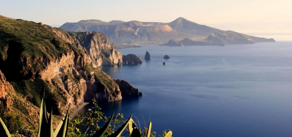 Hiking holiday in Sicily: Aeolian Islands and Etna volcano with trekking guides