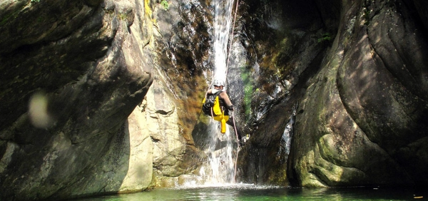 Weekend di rafting e canyoning in Val Sesia, Piemonte con guide esperte