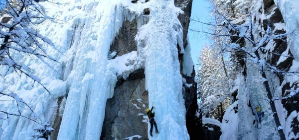Ice climbing experience in Gran Paradiso National Park with expert alpine guides